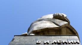 Необычный взгляд на памятник Ленина